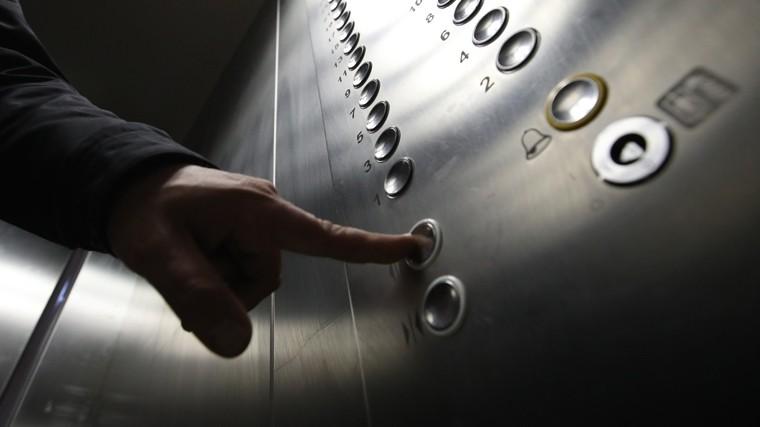 тюменские грузчики полусмерти избили лифтера грубый тон кадры