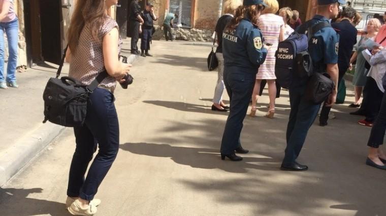 кемерово жильцов многоквартирника эвакуировали резко просевшего пола