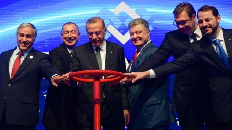 Порошенко похвастался новым газопроводом TANAP