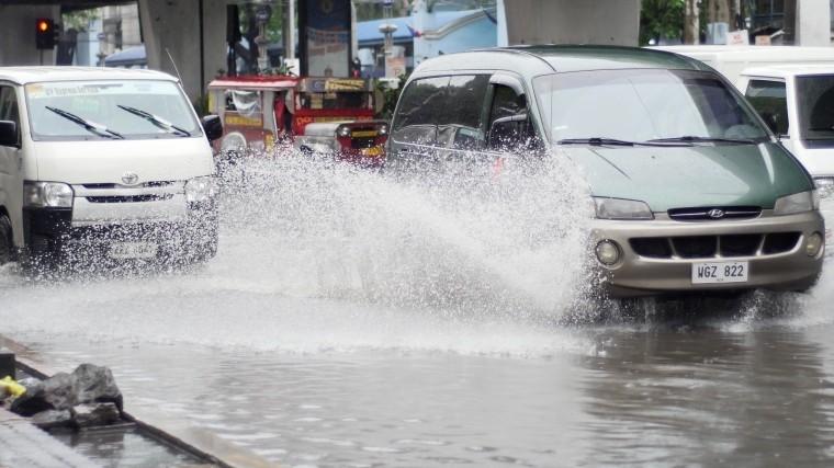 Сильнейший ураган обрушился назапад Украины