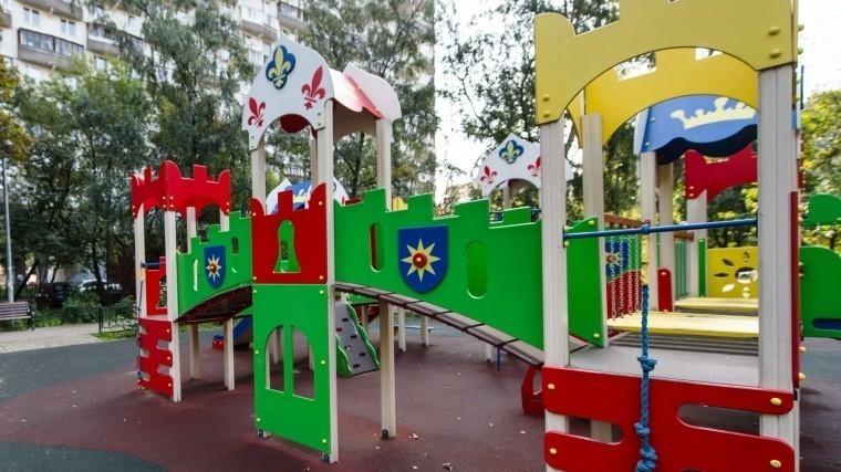 ВХанты-Мансийске рухнула новая детская площадка за20 миллионоврублей— видео