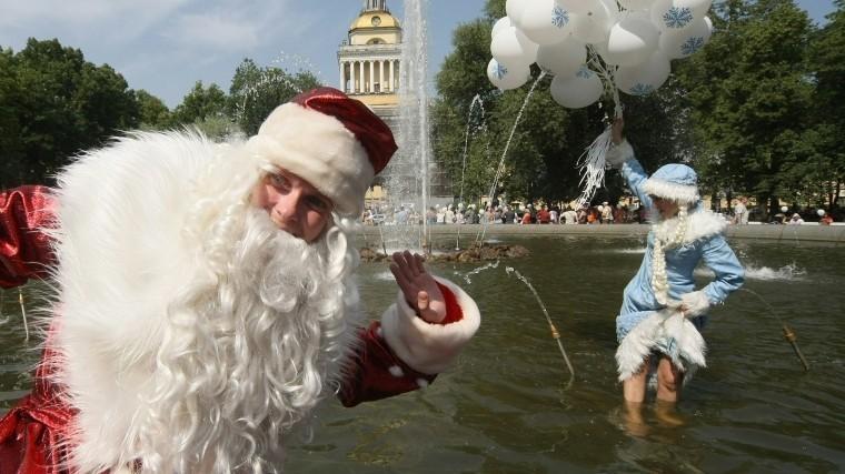 Петербуржцев призвали неподавать гостям пример купания истирки вфонтанах