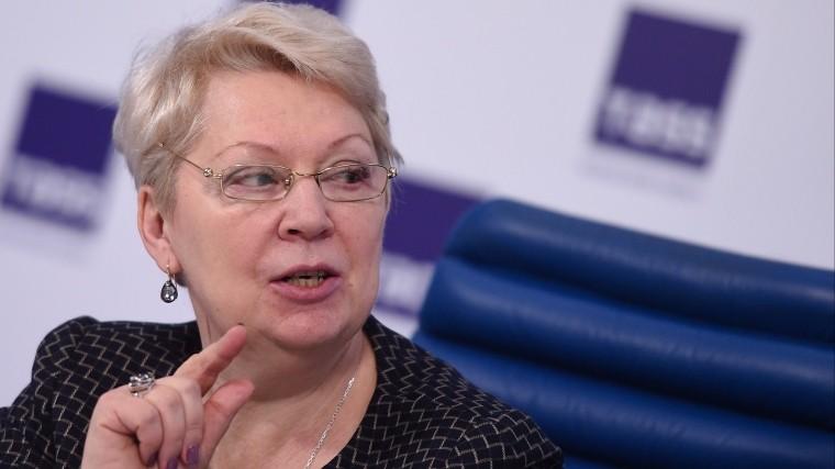 министр просвещения россии поздравила выпускников алых парусах петербурге