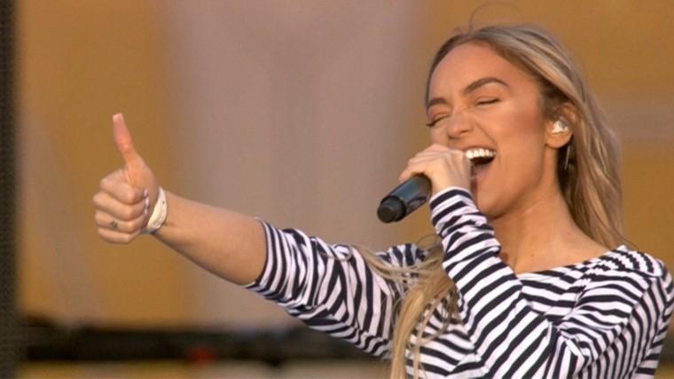 певица мари краймбрери исполнила главные хиты алых парусах