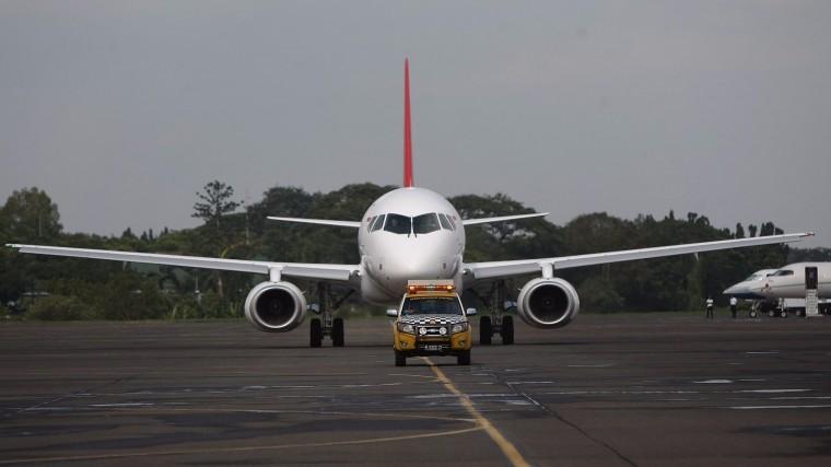 Самолет Sukhoi Superjet-100 аварийно сел вПодмосковье