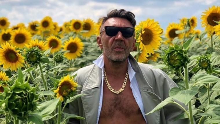 Сергей Шнуров станцевал «танец развода» встиле Челентано перед новой подругой