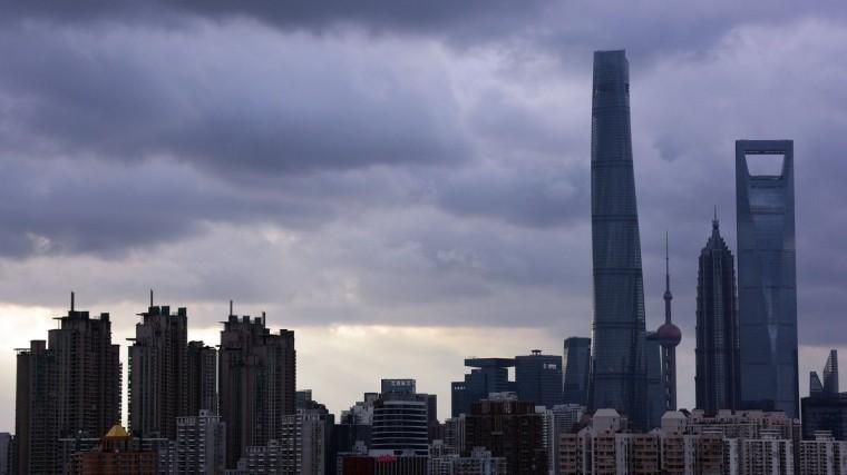 ИзШанхая эвакуировано почти200 тысяч человек из-замощного тайфуна «Ампил»