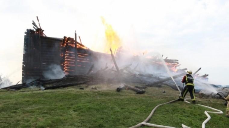 Пожар полностью уничтожил старинную церковь вКондопоге— удручающие кадры последствий
