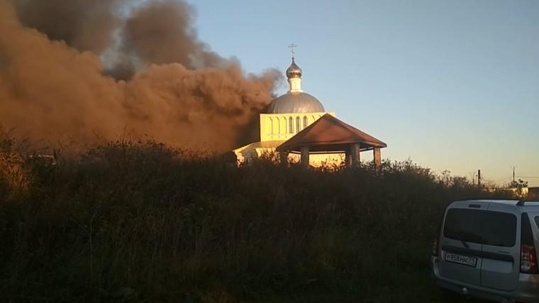 Очевидцы сообщают опожаре вНикольской церкви под Тулой