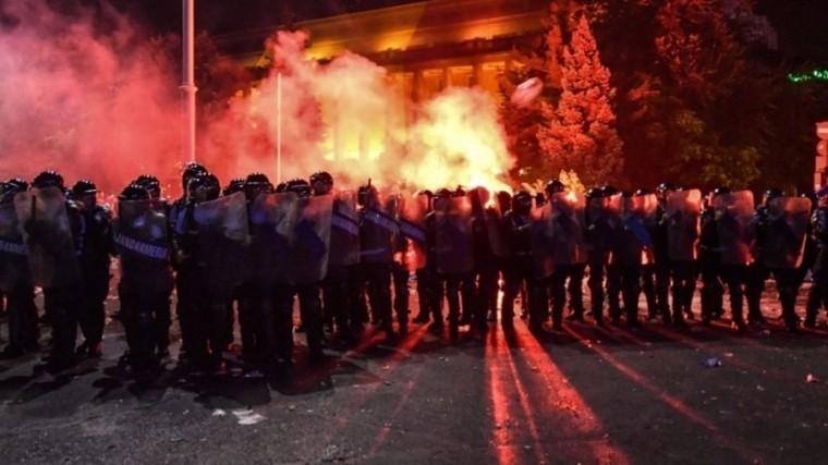 Более шести тысяч человек собрались наантиправительственном митинге вБухаресте