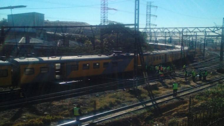 Более сотни человек пострадали после лобового столкновения двух поездов вЮАР