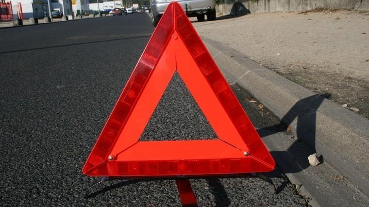 Шокирующие кадры: автомобиль провалился под землю вЧелябинске