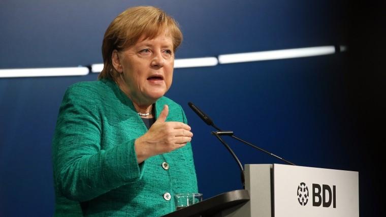 меркель исключила коалицию партии альтернативой германии