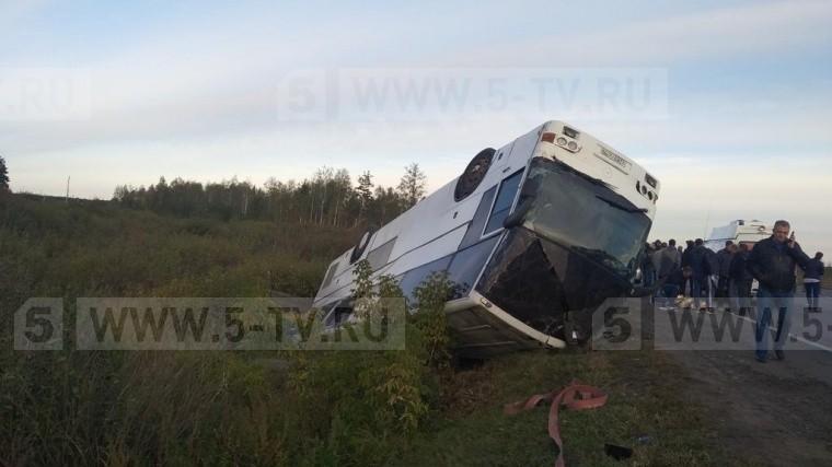 Автобус спассажирами опрокинулся вМосковской области