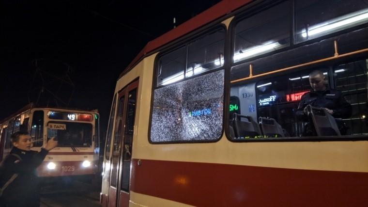 «Хорошо, что стекло закаленное»: очевидцы рассказали обобстреле трамвая вПетербурге— видео