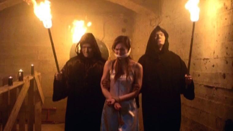 Смотреть онлайн групповое порно монахов жертвоприношение