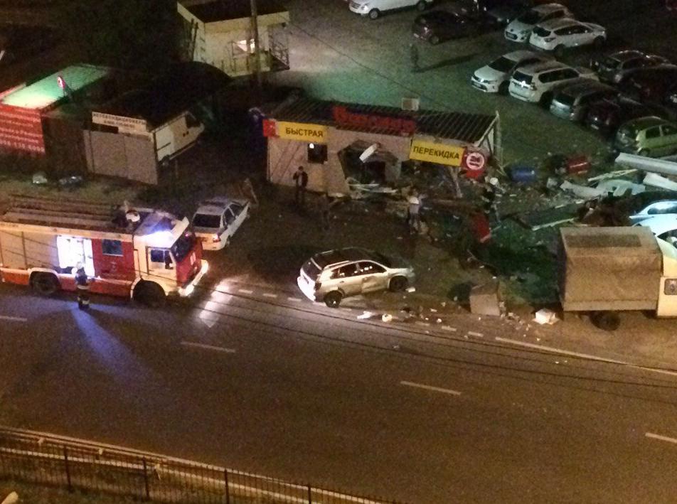 ВВоронеже нетрезвый мажор на БМВ X5 ночью снёс шиномонтаж с сотрудниками
