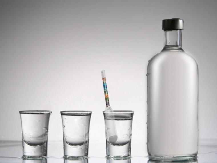Кто и зачем хочет опустить градус русской водке