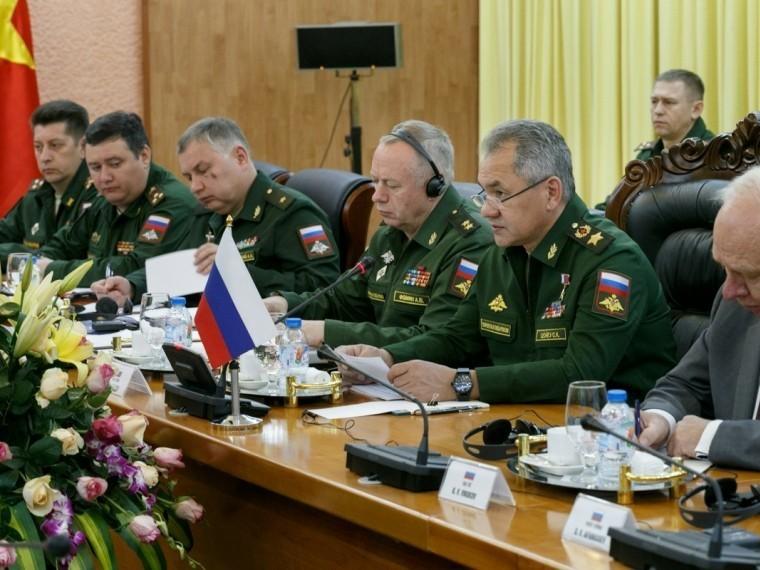 Шойгу сообщил освоевременной поставке представленного Путиным оружия