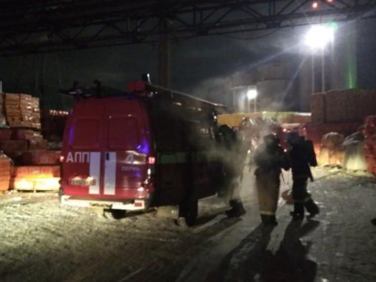 Первые фото пожара натерритории завода попроизводству теплоизоляционных материалов вПерми