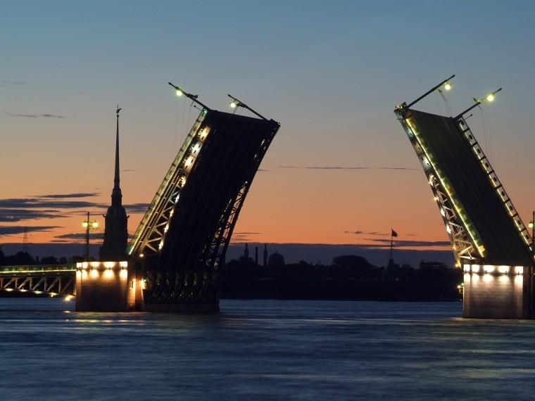 Петербургские мосты начинают готовить коткрытию навигации
