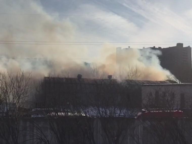 Видео спожара, где сгорел склад насевере Москвы