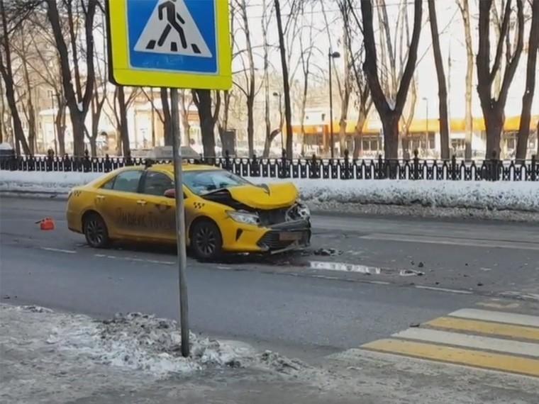 НаСерпуховском Валу вМоскве вДТП пострадал пешеход