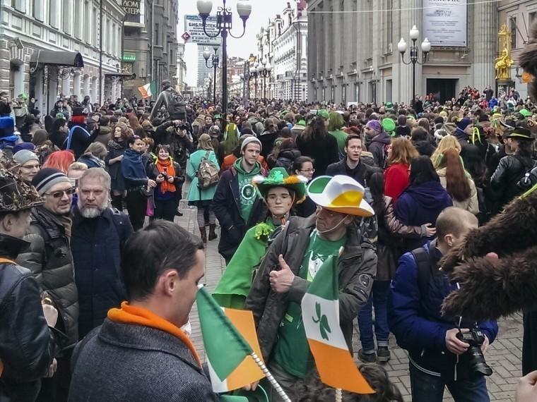 Зеленый Христос, зеленая река изеленый Google: вмире отмечают День святого Патрика