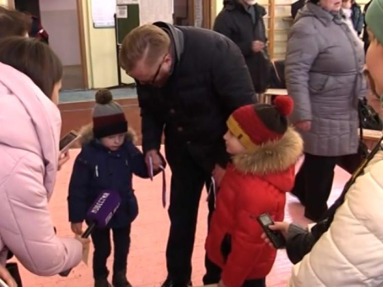 «Онмаленький, смышленый»— Милонову помог выбрать президента егостаршийсын