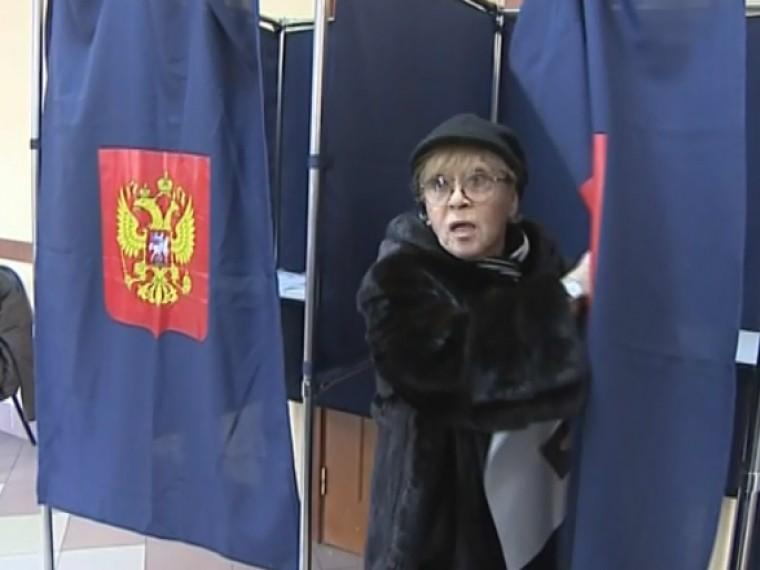 Алиса Фрейндлих отдала голос запрезидента вПетербурге