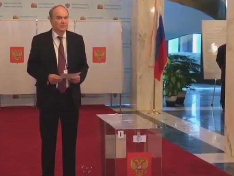 ВСША отрылись участки для голосования навыборах президента РФ