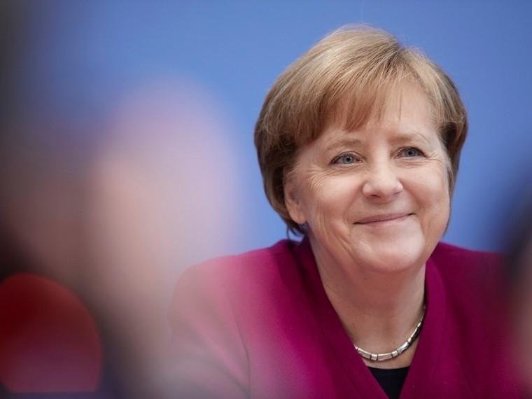 Меркель поздравила Путина спобедой навыборах