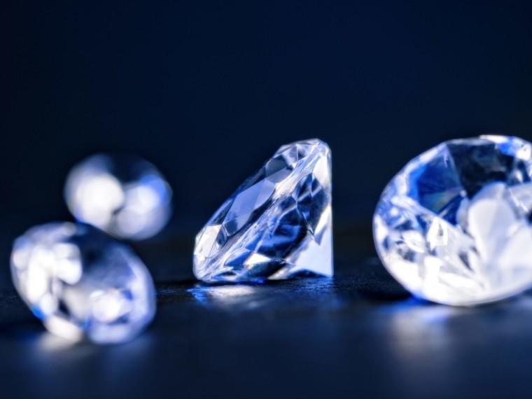 «Алроса» представила детектор для проверки подлинности бриллиантов