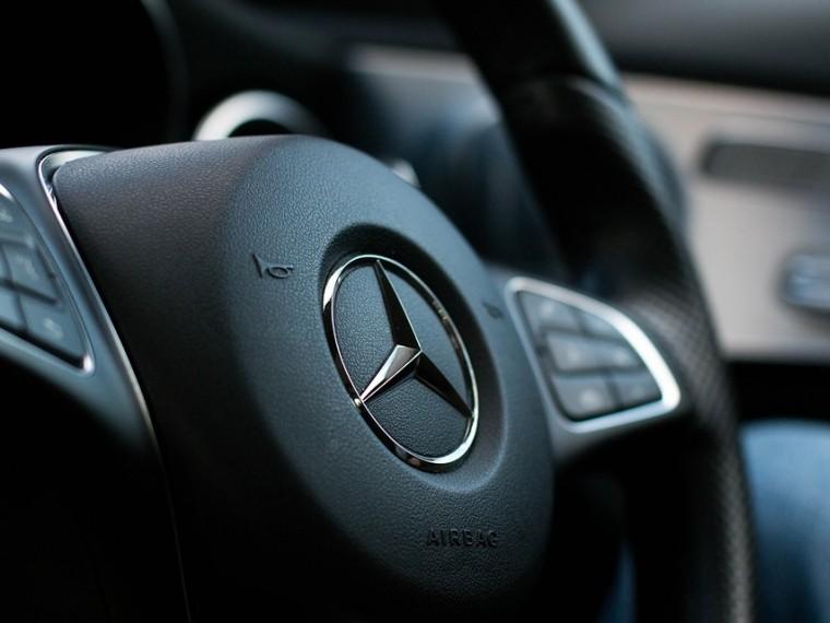 Mercedes отзываетболее12 тысяч автомобилей из-за недоработок системы безопасности