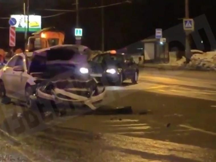 Пятый канал публикует видео сместа смертельной аварии наюго-западе Москвы
