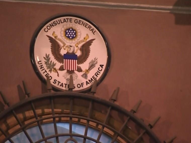 Пятый канал публикует кадры, снятые узданияконсульства США вПетербурге