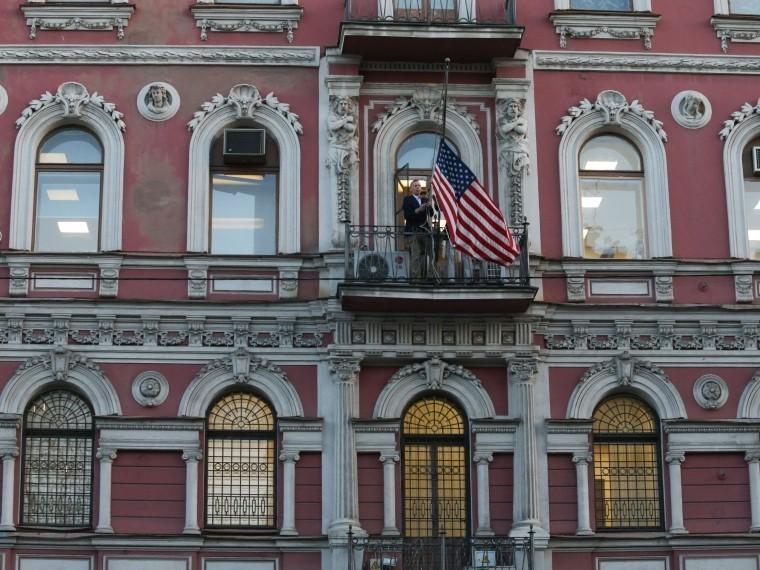 Генконсульство США вСанкт-Петербурге рассылает уведомления записанным наподачу документов