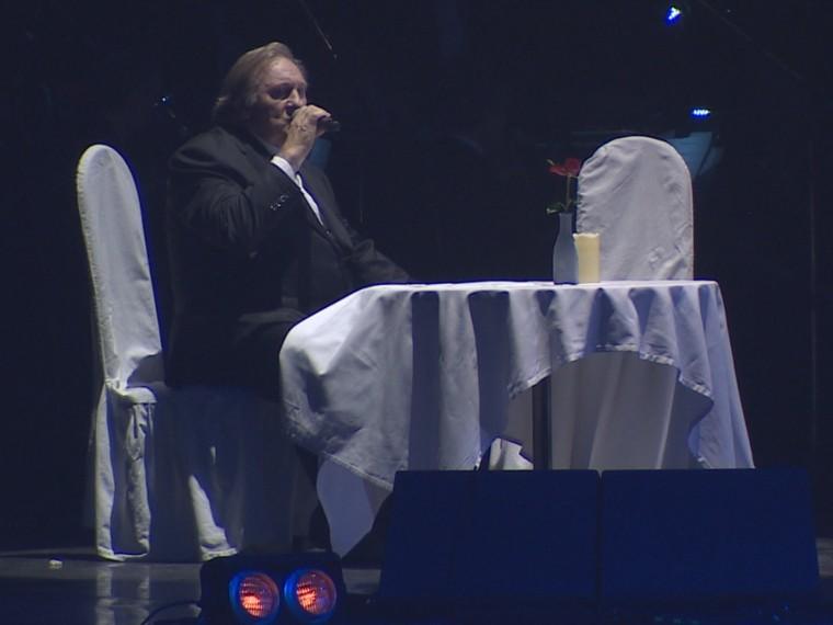 Депардье спел песни Высоцкого вчесть юбилея легендарного артиста