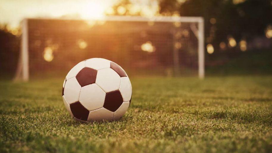 Мывсе больны футболом! Тест: Какой изтебя болельщик?