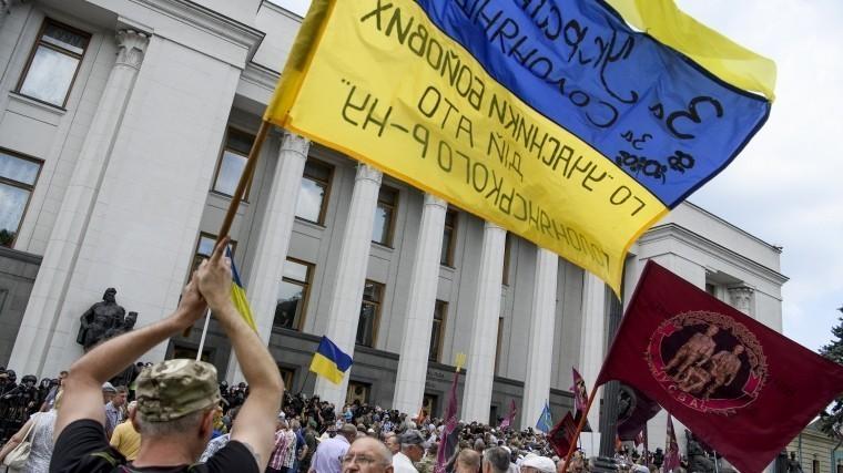 ВКиеве около сотни протестующих яростно атаковали Горсовет