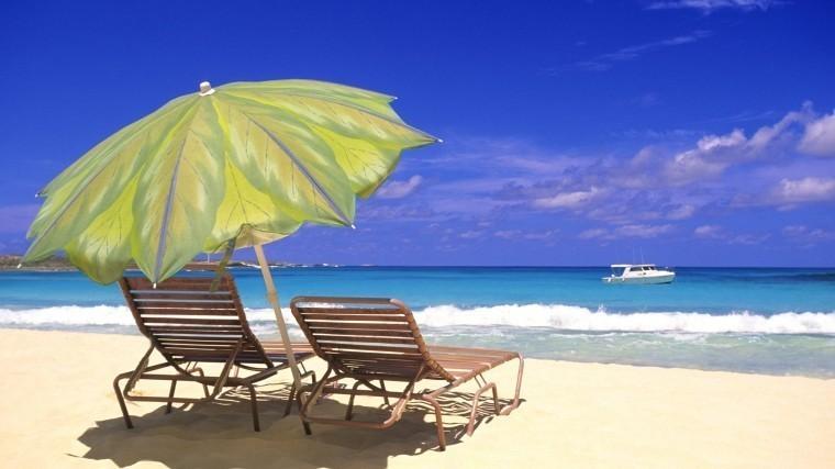 Накиевские пляжи завезли песок сБагамских островов