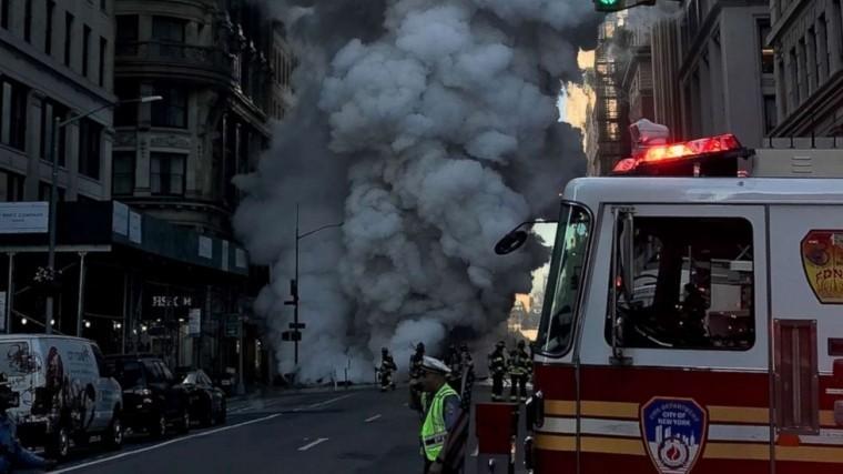 Взрыв трубопровода наМанхэттене образовал гигантскую воронку