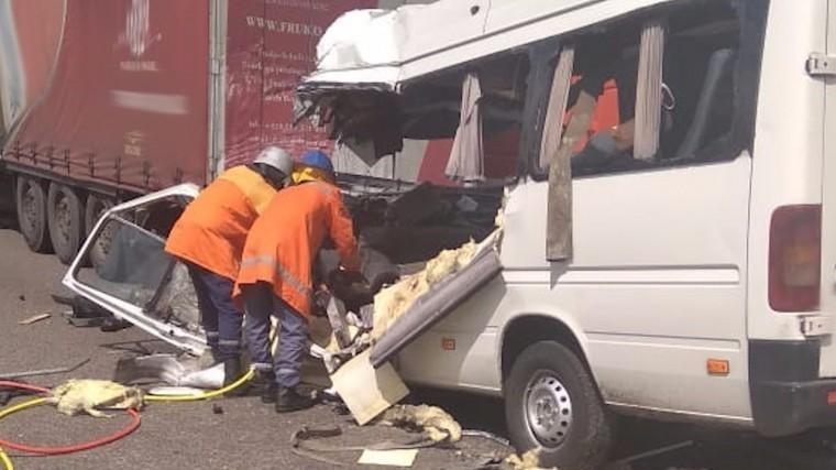 Более десяти человек погибли ваварии смаршруткой под Житомиром— кадры сместа
