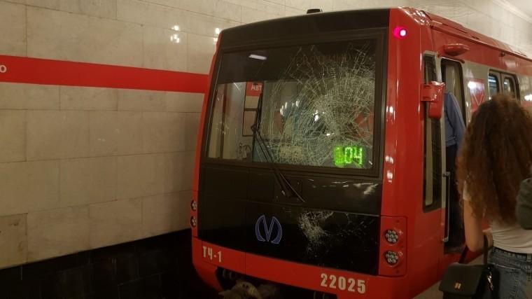 ВПетербурге остановлено движение накрасной ветке метро