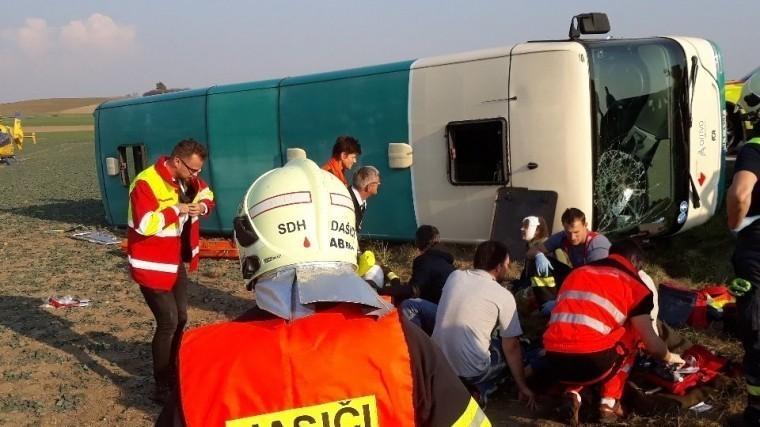 Более 30 детей пострадали врезультате аварии савтобусом вЧехии— видео